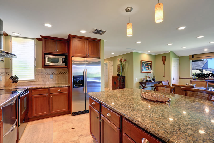Fully equipped kitchen, granite counter tops